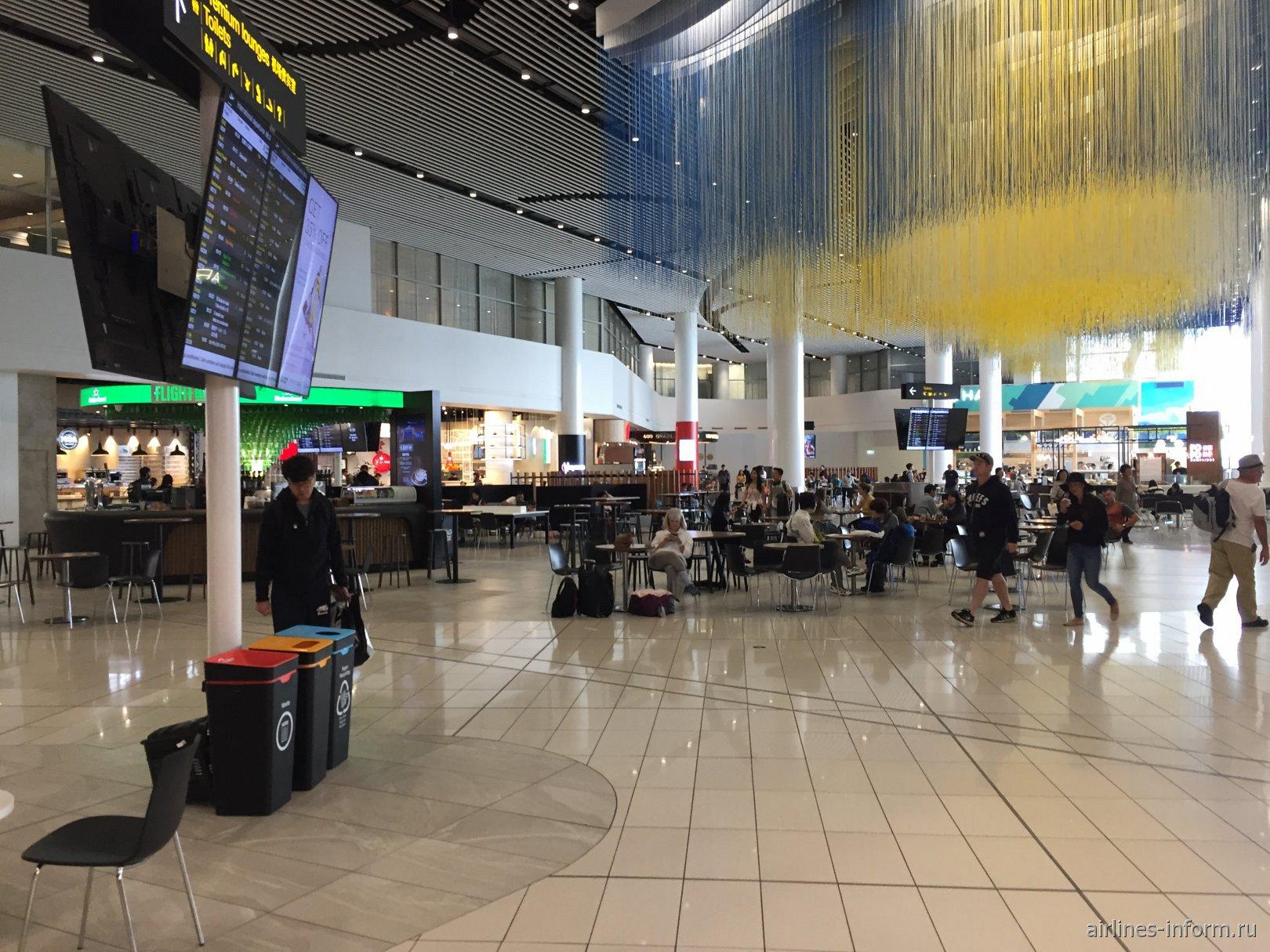 Фудкорт в чистой зоне аэропорт Окленд, Новая Зеландия