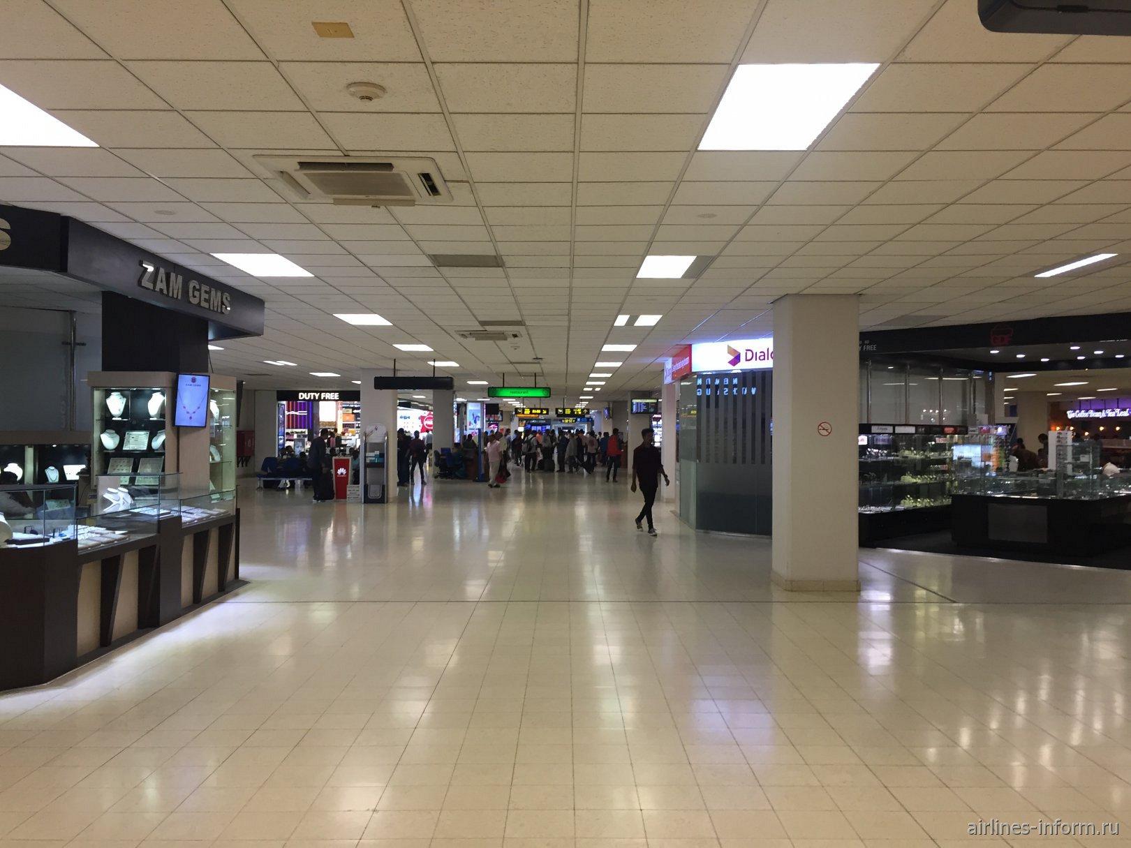 Магазины в чистой зоне аэропорта Коломбо Бандаранайке