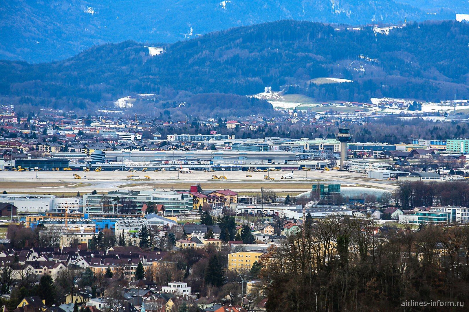 Вид с крепости Хоэнзальцбург на аэропорт Зальцбург