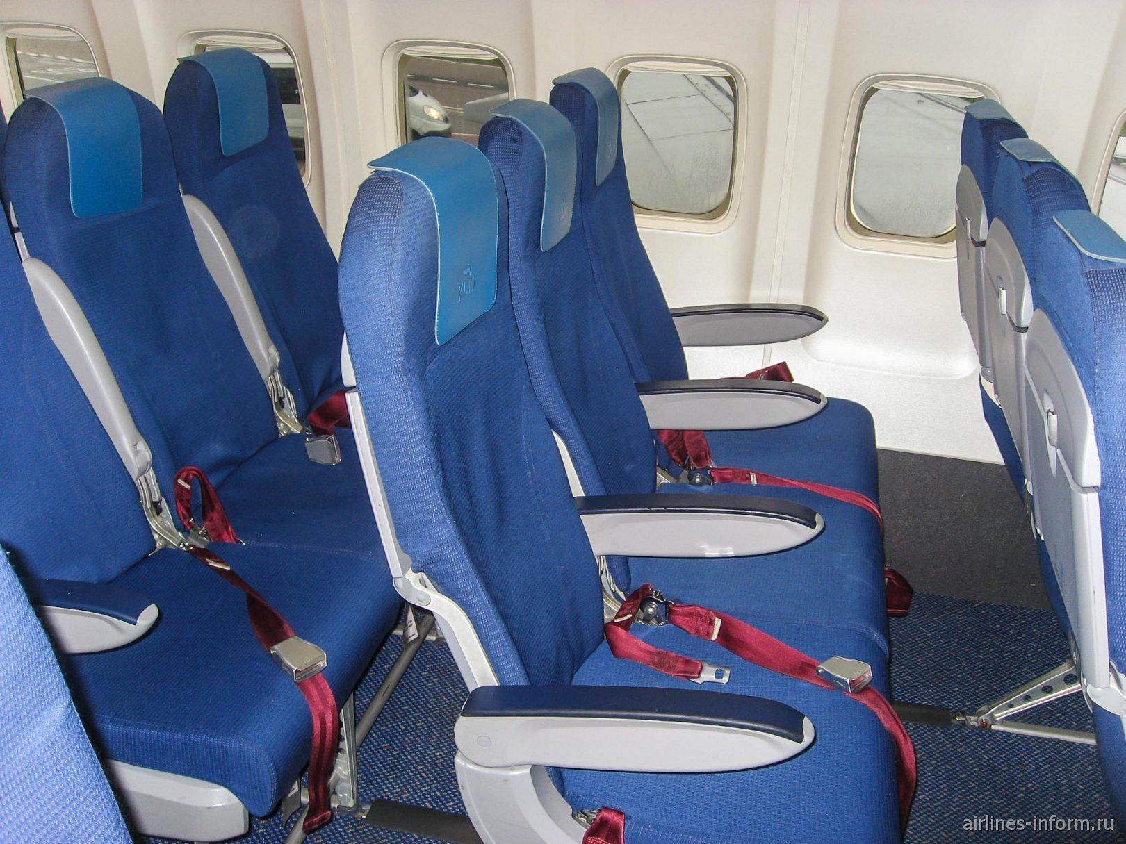 Пассажирские кресла в самолете Боинг-737-800 авиакомпании KLM
