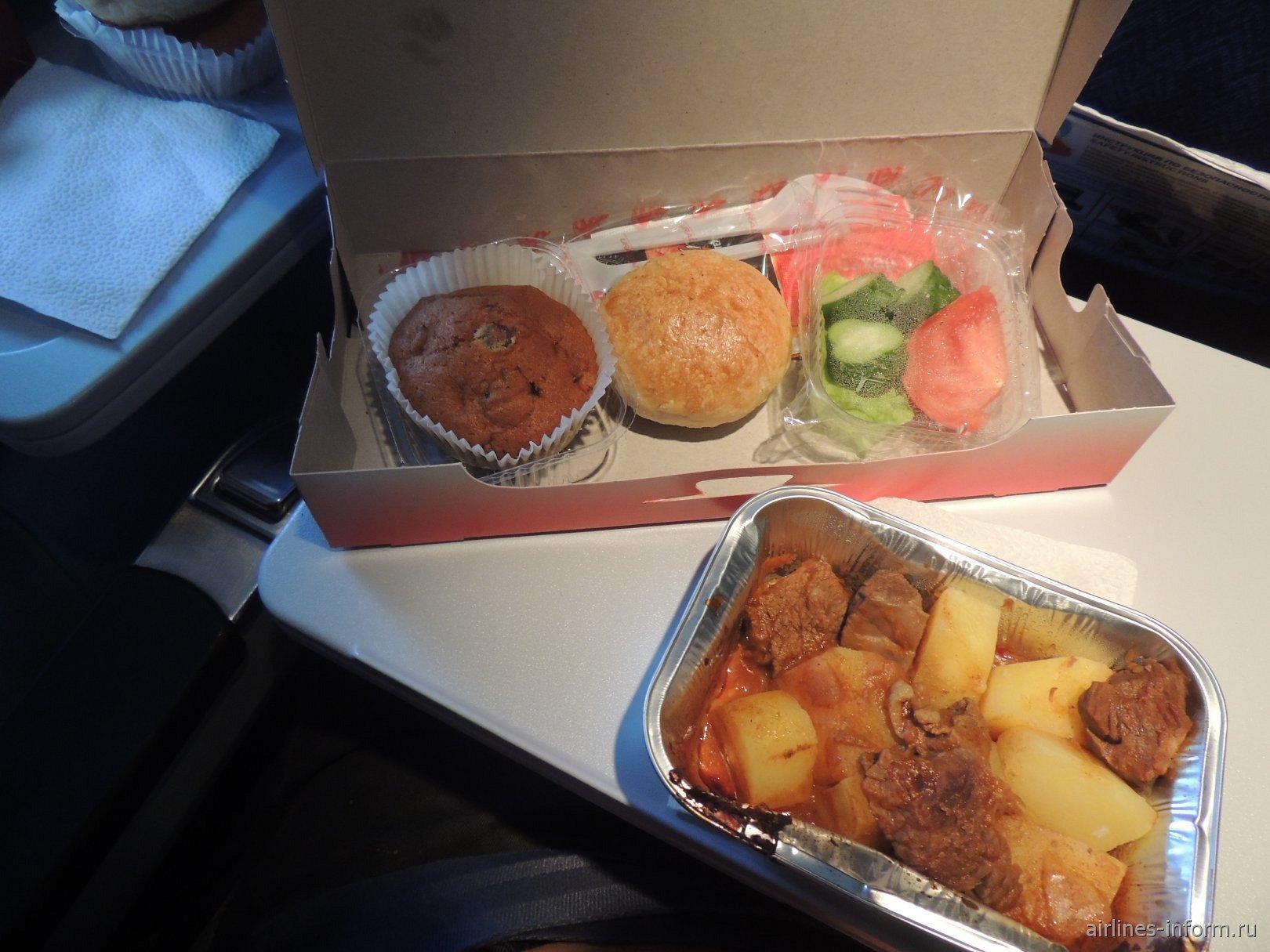 Бортовое питание на рейсе Барнаул-Москва Уральских авиалиний