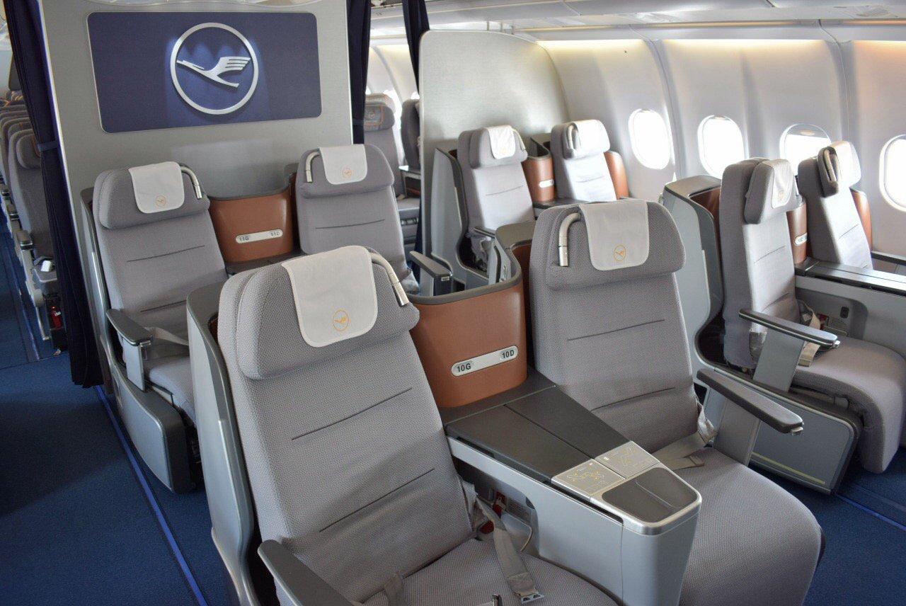 Салон бизнес-класса в Airbus A330-300 авиакомпании Lufthansa