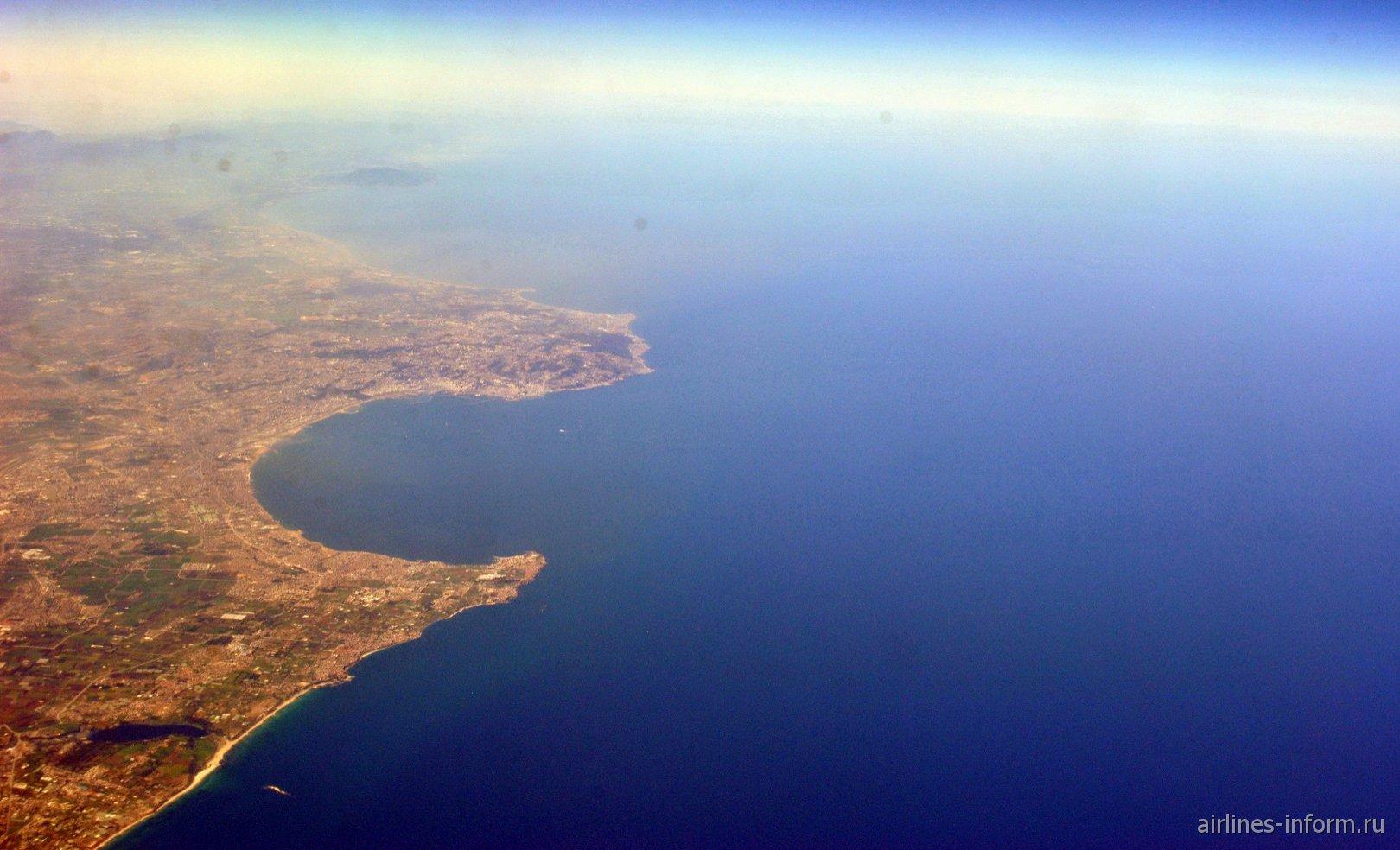 Алжирская бухта на средиземноморском побережье Африки