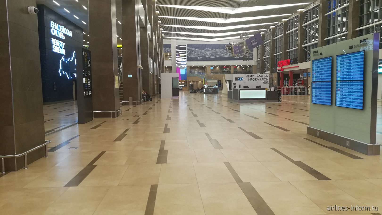 Первый этаж пассажирского терминала аэропорта Красноярск