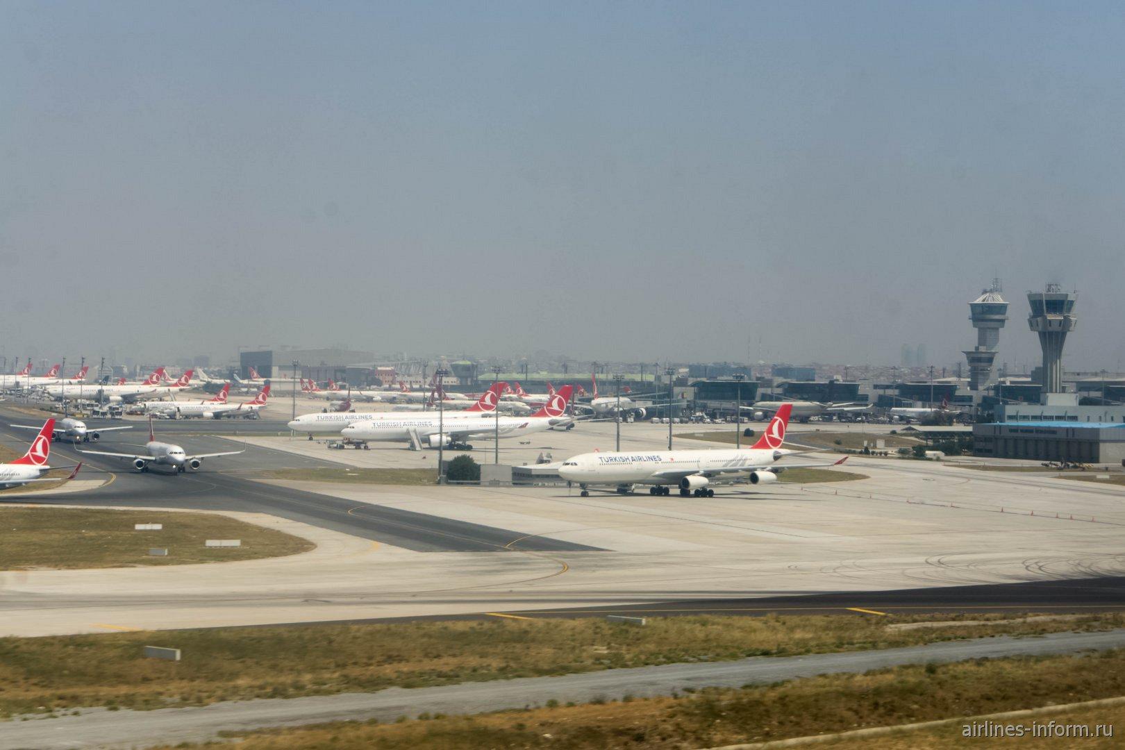 Перрон аэропорта Стамбул Ататюрк