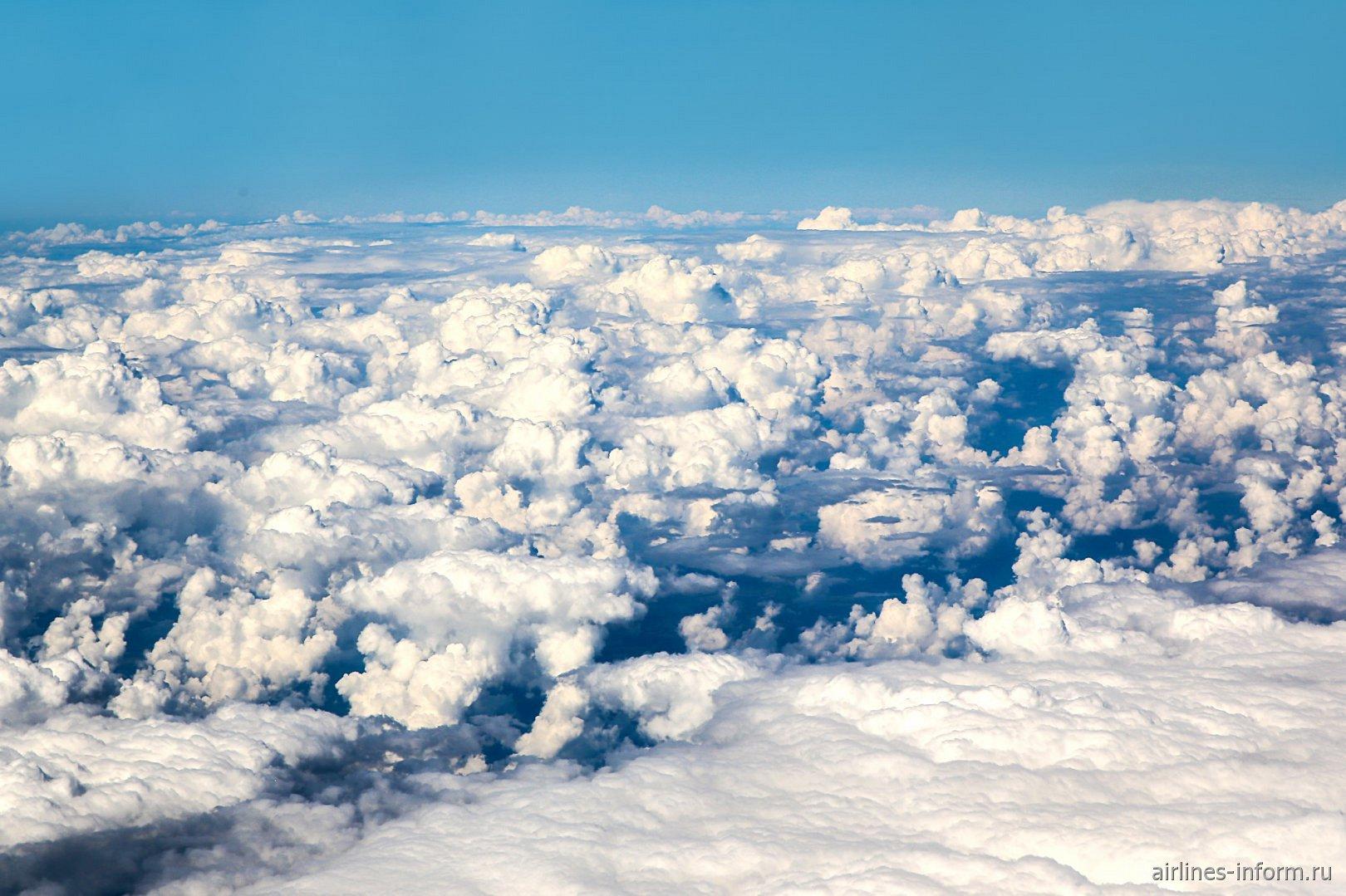 Кучевые облака над Россией