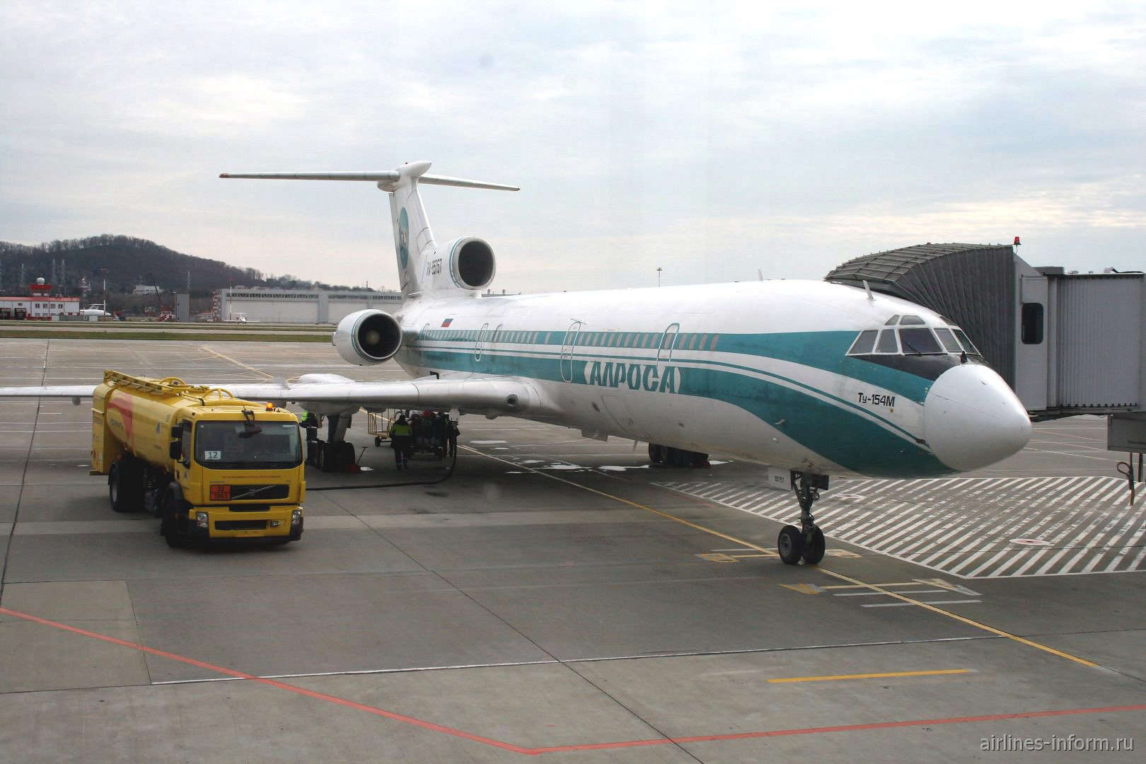 Самолет Ту-154 RA-85757 авиакомпании