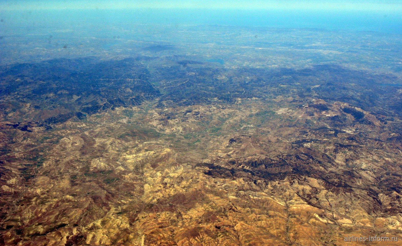 В небе над Алжиром. Окрестности населённого пункта Ларжм. Вдали - Средиземное море.