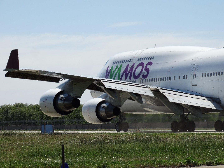 Самолет Боинг-747-400 авиакомпании Wamos Air на летном поле аэропорта Борисполь