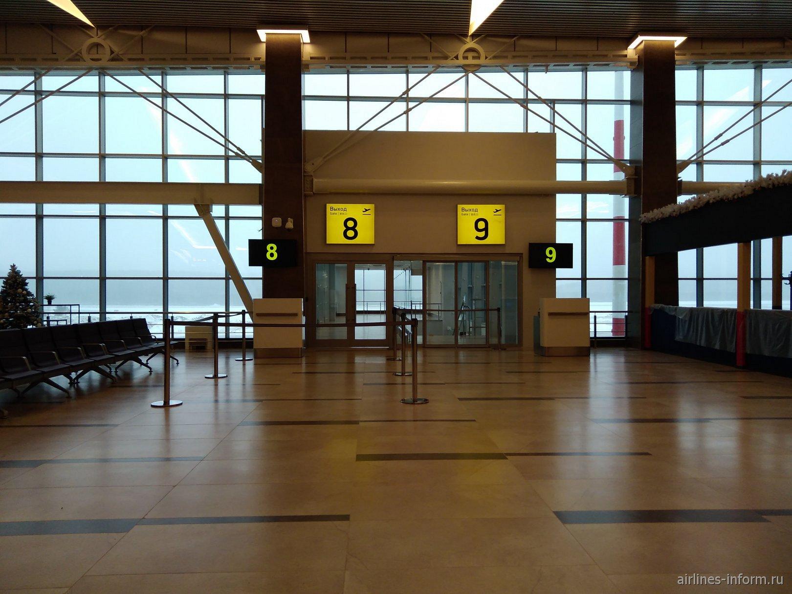 Выход на посадку в новом терминале аэропорта Красноярск Емельяново