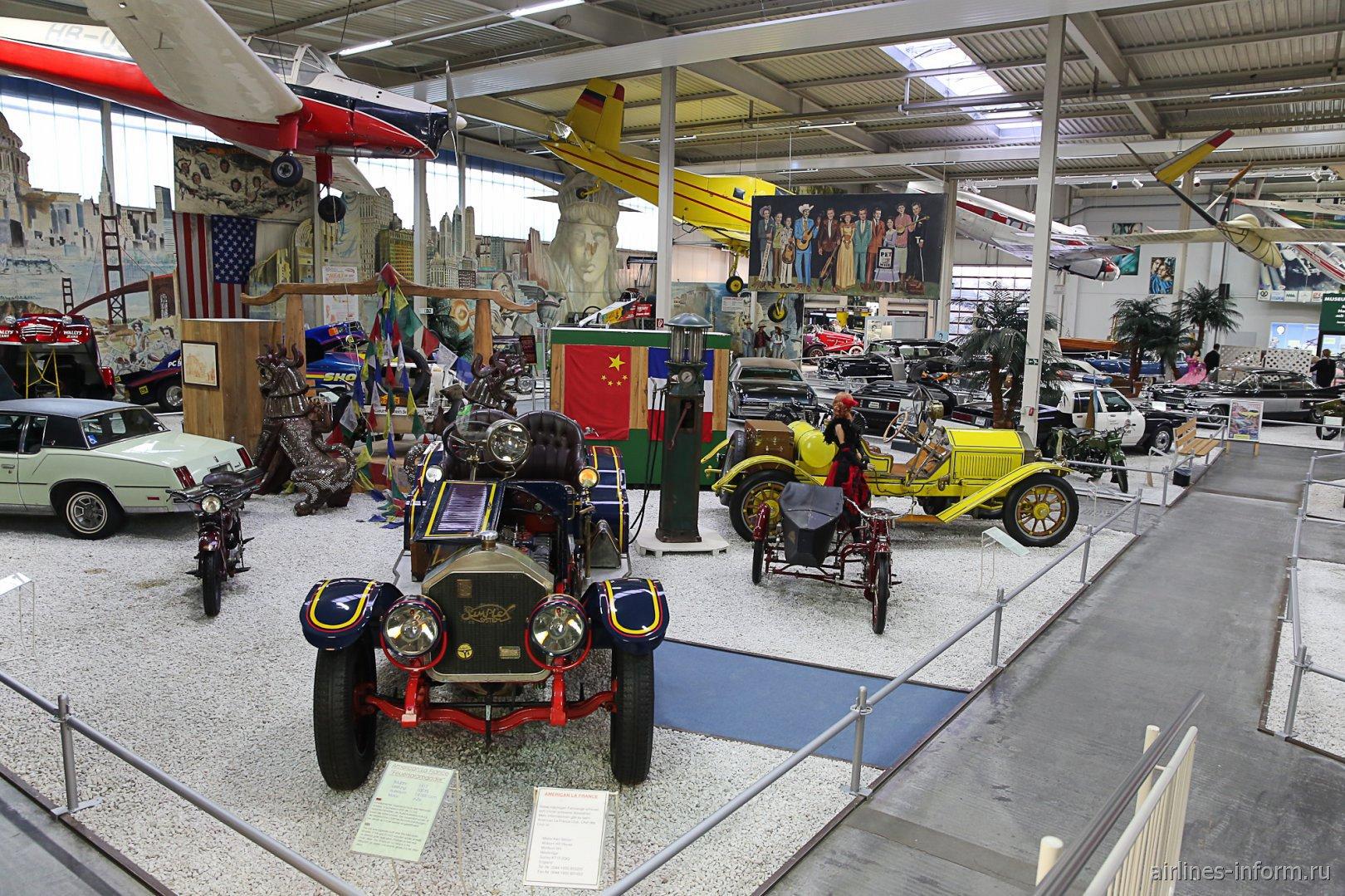 Автомобили в павильоне 1 музея техники в Зинсхайме
