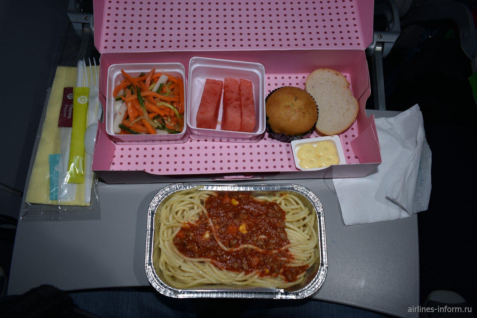 Бортовое питание на рейсе S7 Airlines Гонконг-Иркутск