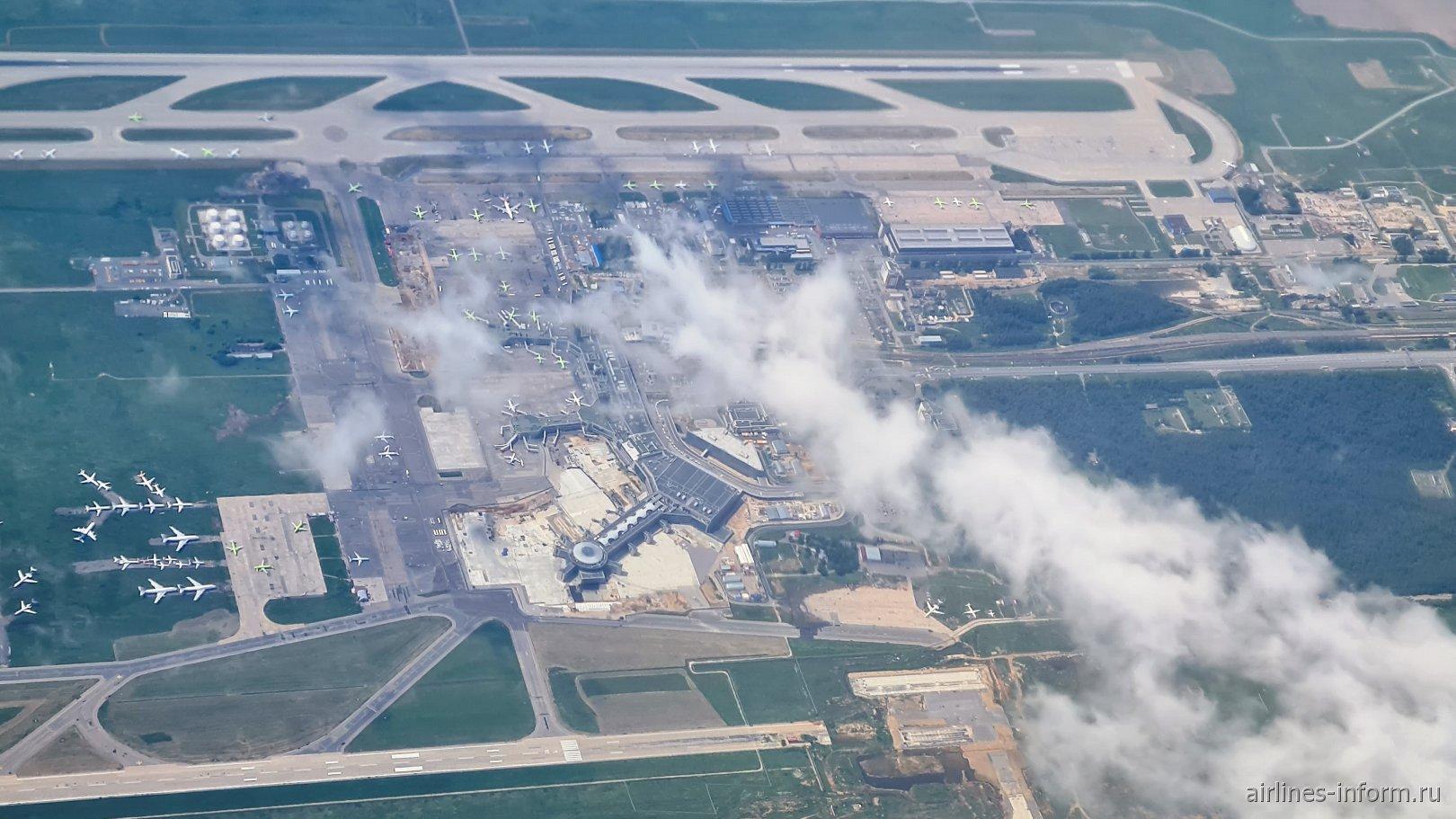 Вид сверху на аэровокзальный комплекс аэропорта Домодедово