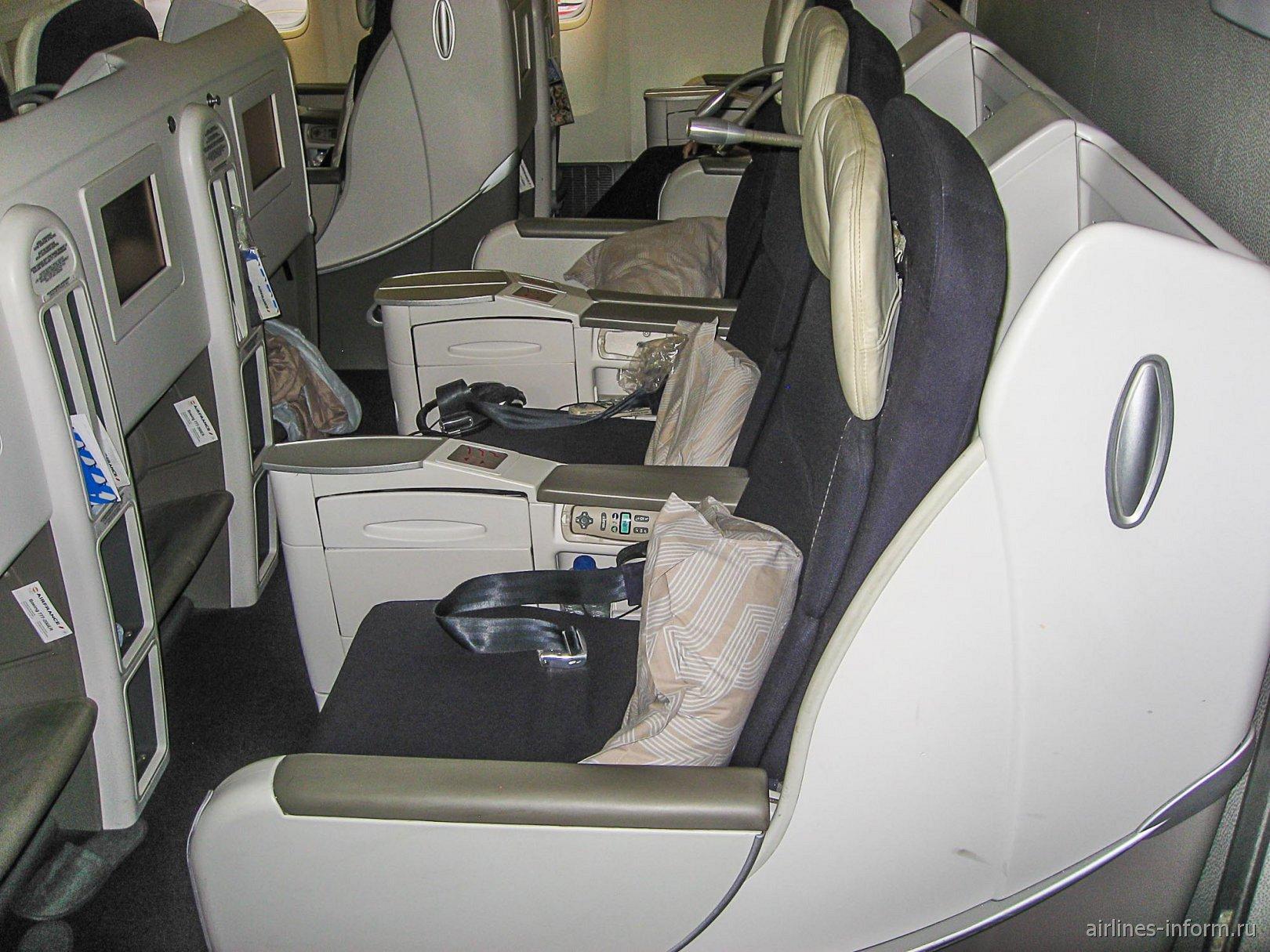 Кресла бизнес-класса в Боинге-777-200 авиакомпании Air France