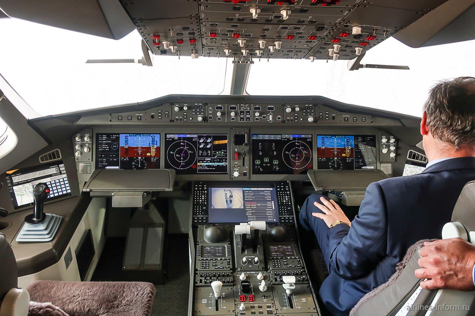 Пилотская кабина в самолете CR929
