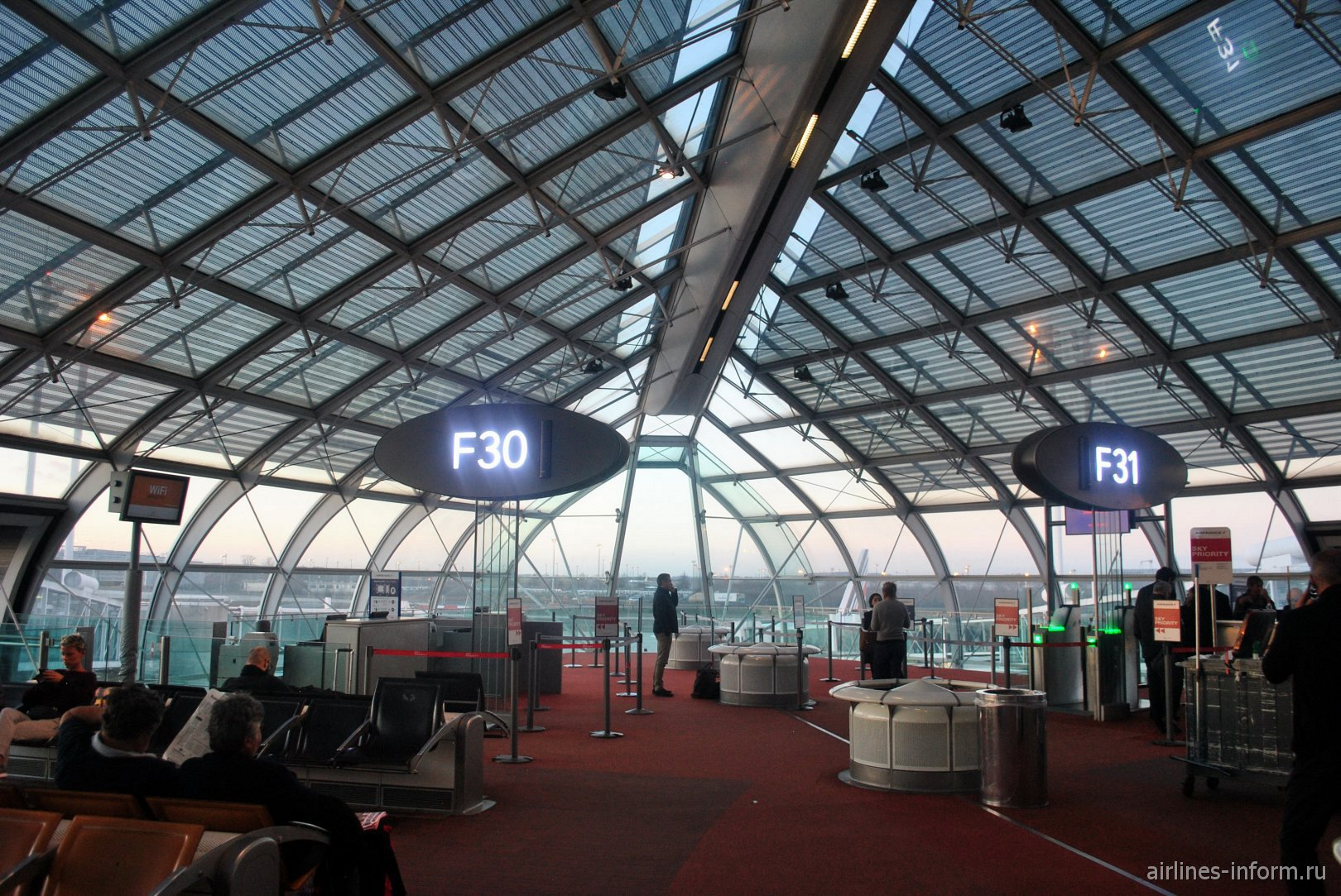 Торцевые гейты в конкорсе F терминала 2 аэропорта Париж Шарль-де-Голль