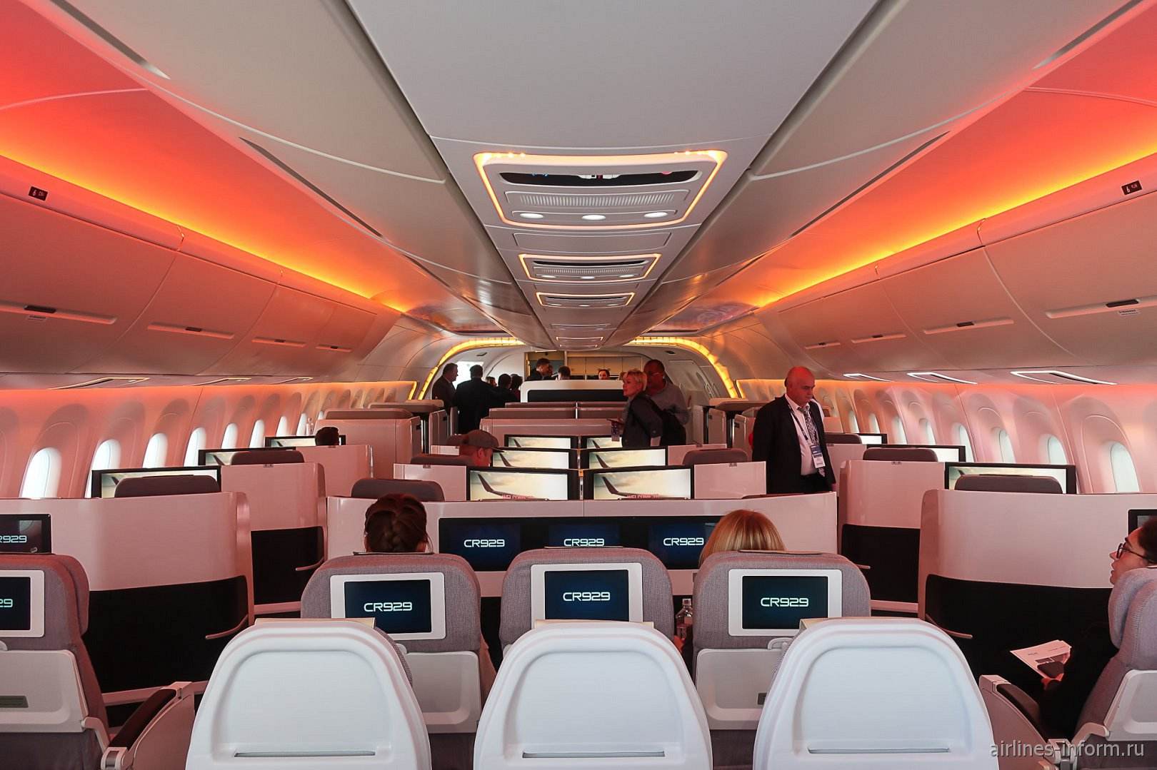 Пассажирский салон самолета CR929