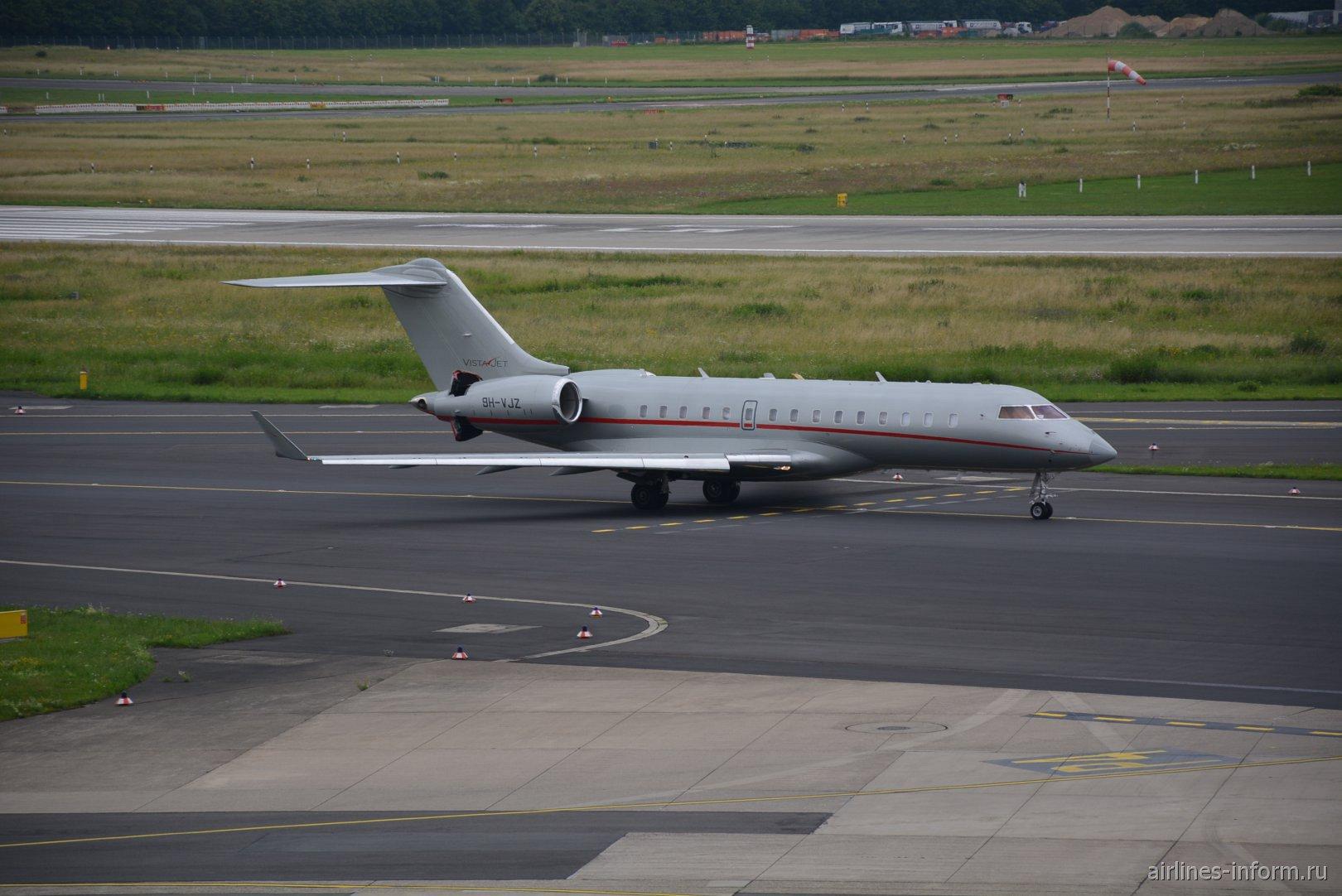Самолет Bombardier Global Express авиакомпании VistaJet в аэропорту Дюссельдорфа