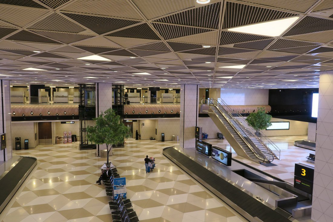 Зал выдачи багажа в терминале 1 аэропорта Баку Гейдар Алиев