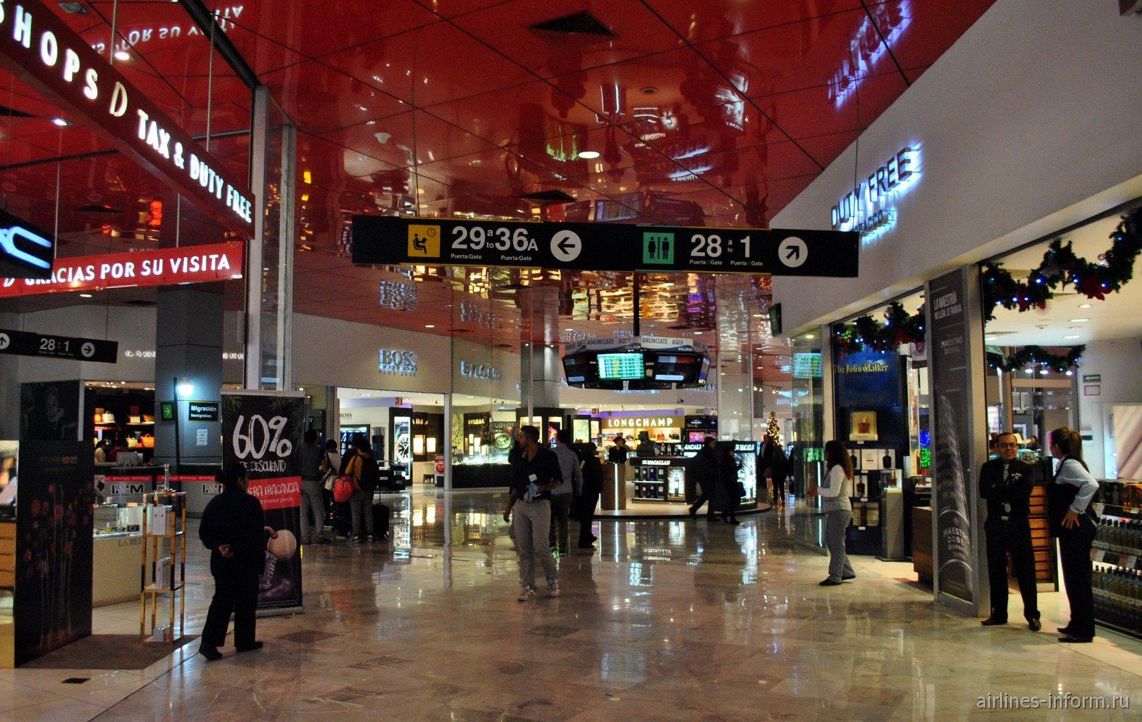 В чистой зоне МВЛ в терминале Т1 аэропорта Мехико Бенито Хуарес