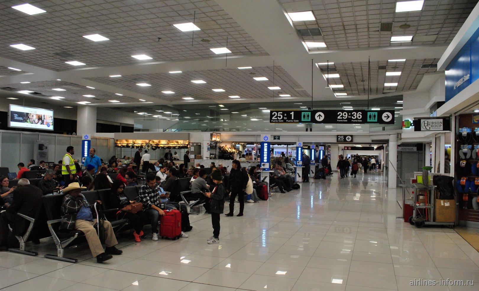 Залы ожидания в чистой зоне МВЛ терминала Т1 аэропорта Мехико Бенито Хуарес