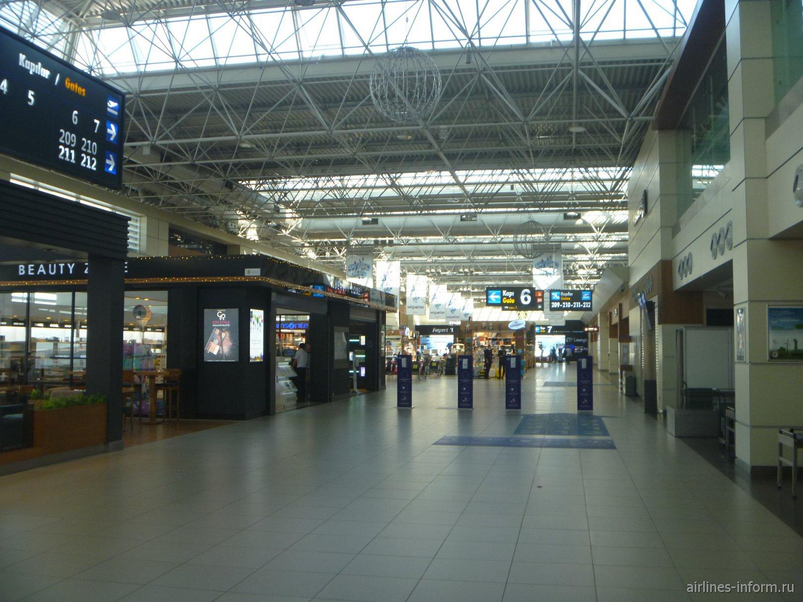Чистая зона внутренних вылетов терминала 1 аэропорта Анталья