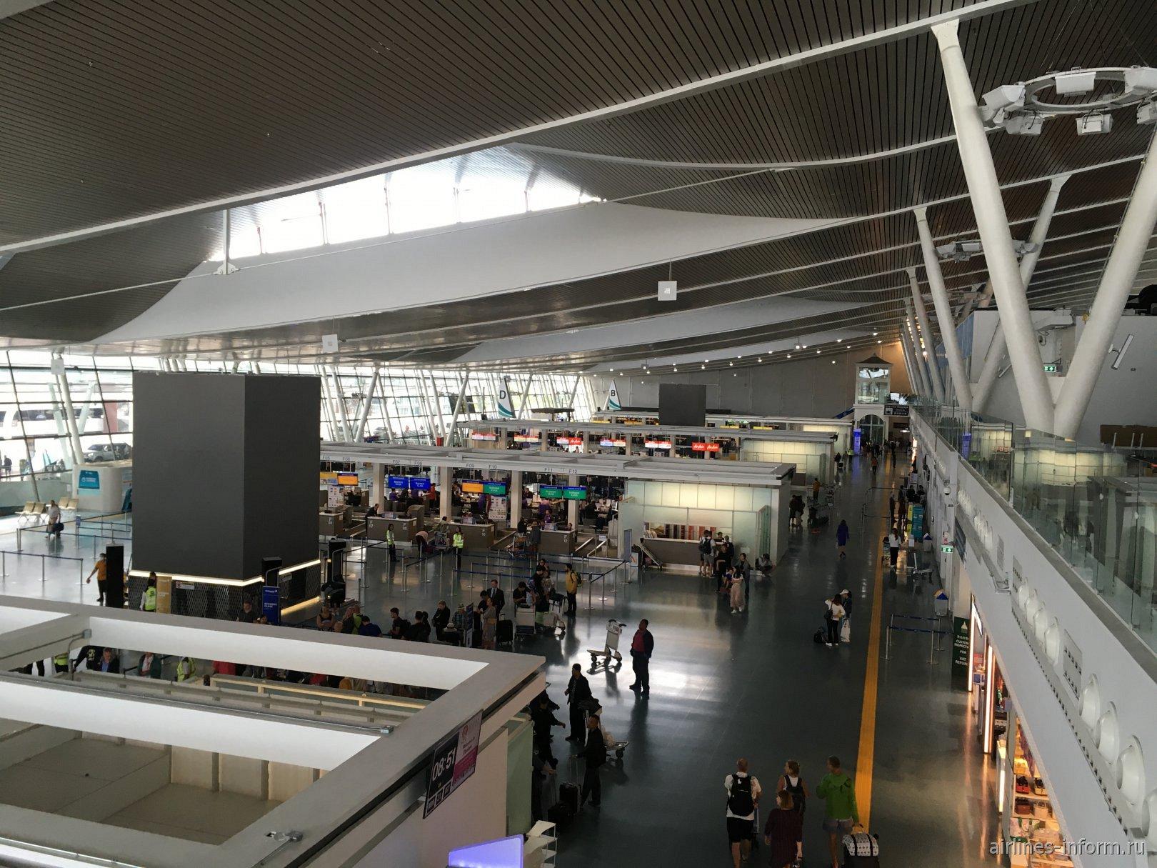 Общая зона вылета в пассажирском терминале аэропорта Пхукет
