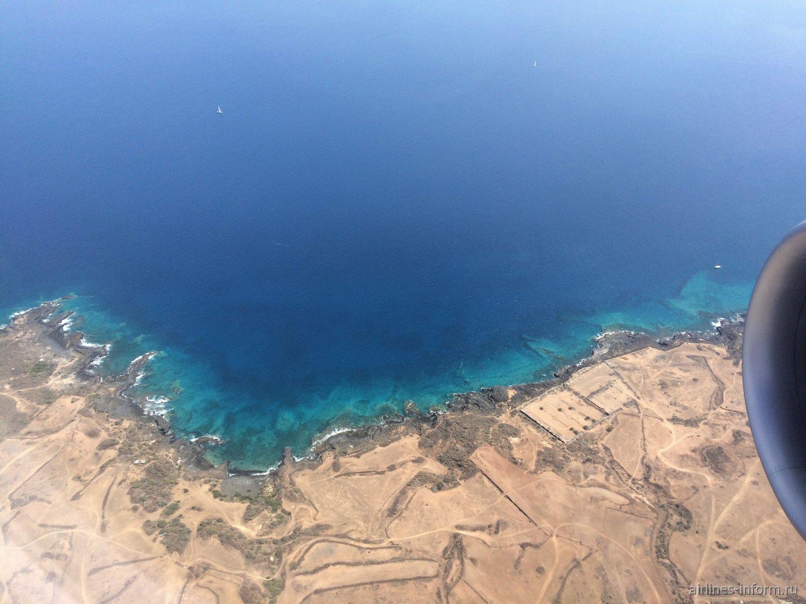 Побережье Канарских островов перед посадкой в аэропорт Тенерифе Южный