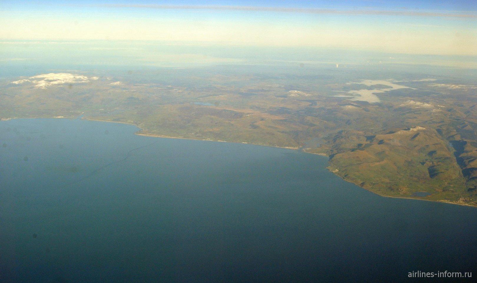 Гористое побережье Уэльса