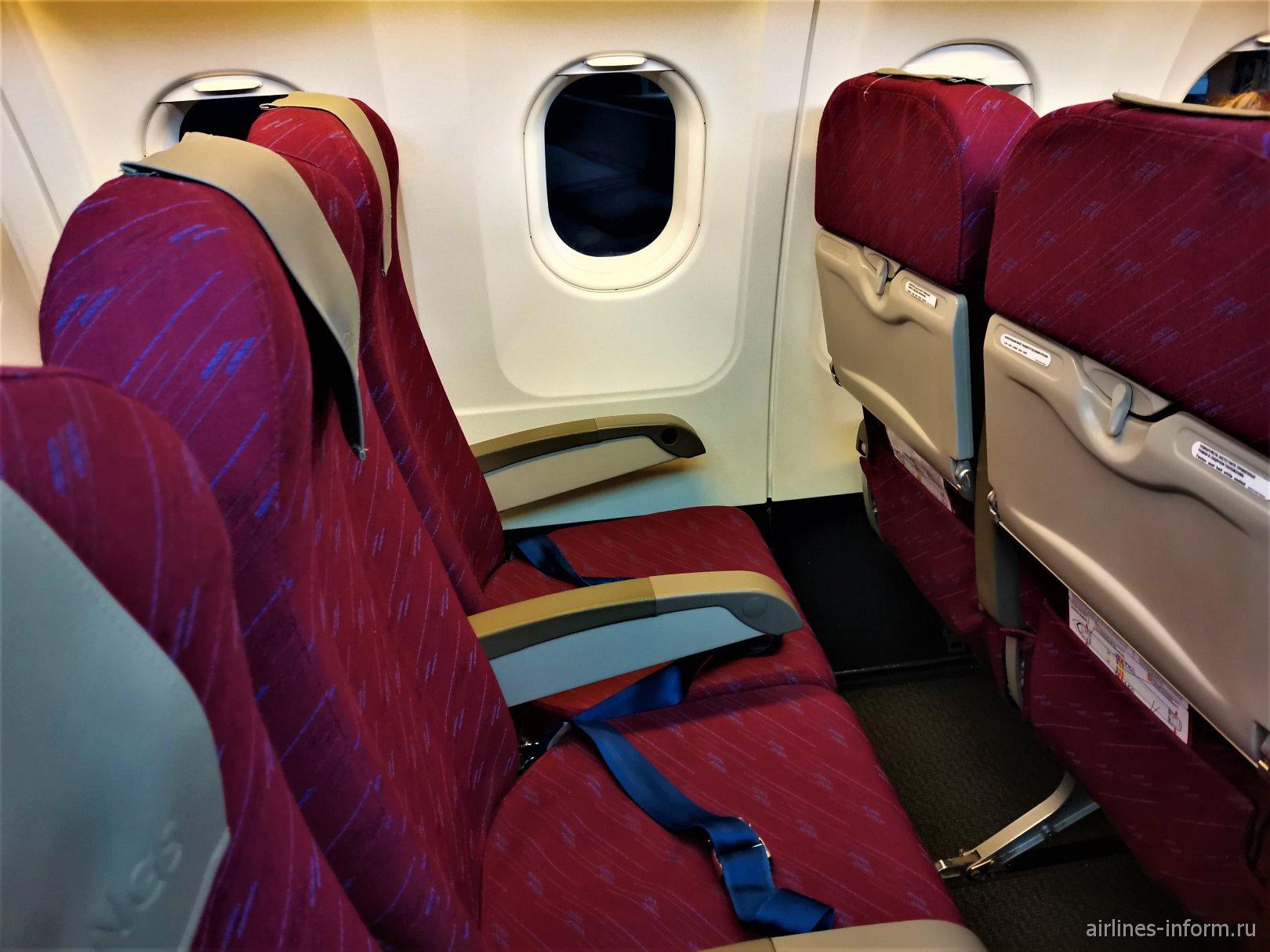 Пассажирские кресла в самолете Airbus A320 авиакомпании Red Wings