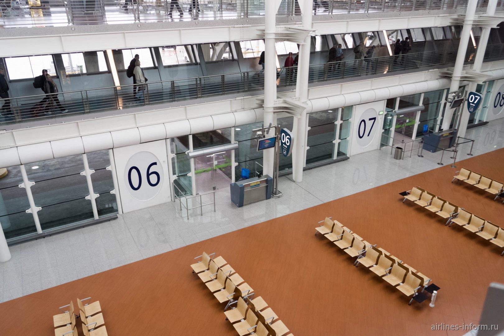Места для ожидания у гейтов аэропорта Порту Франсишку Са Карнейру