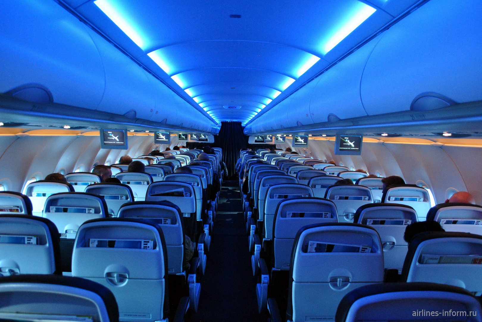Салон самолета Airbus A320 авиакомпании British Airways