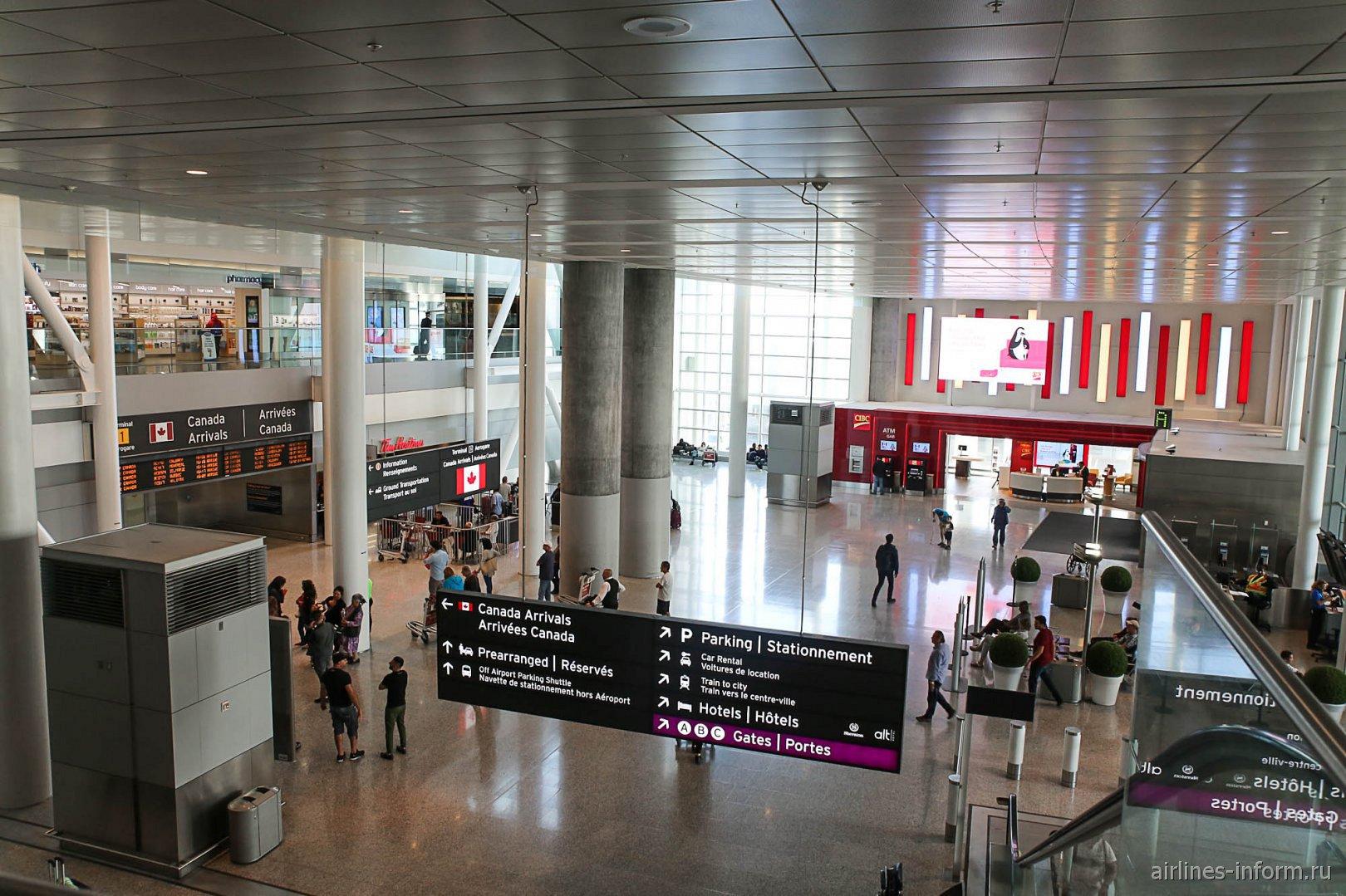 Зона прилета внутренних рейсов в терминале 1 аэропорта Торонто Пирсон