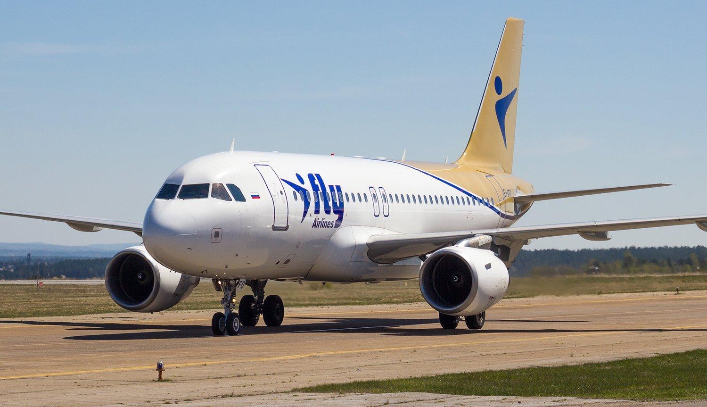 Самолет Airbus A319 авиакомпании I-Fly в аэропорту Иркутска