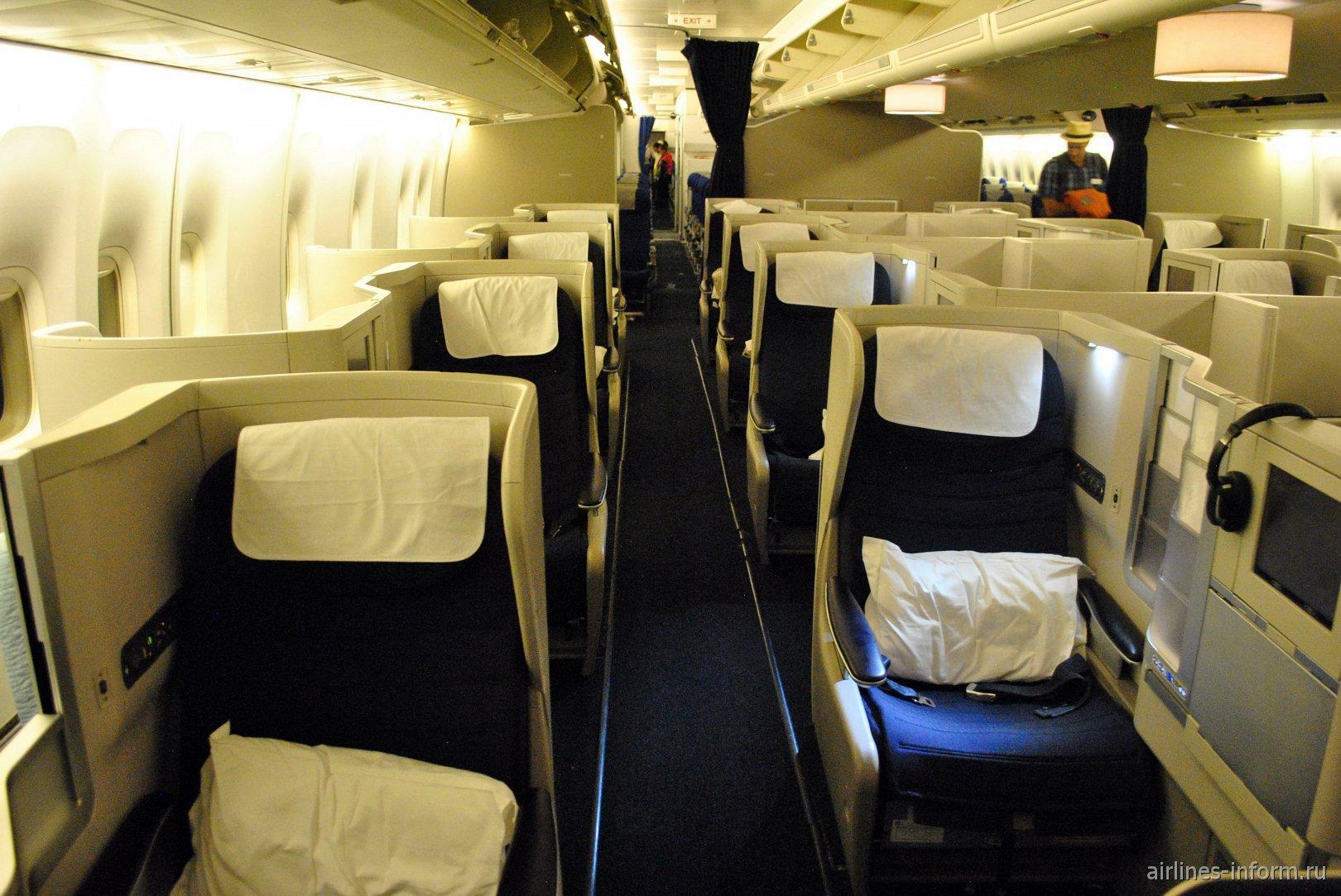 Места J и G бизнес-класса Club World в Боинге-747-400 British Airways