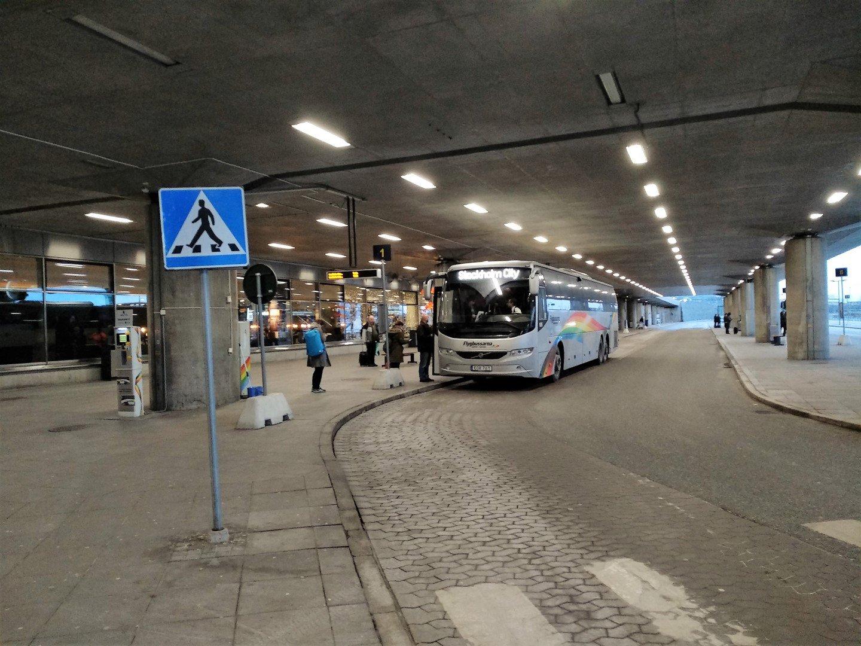 Автобусная остановка в аэропорту Стокгольм Арланда
