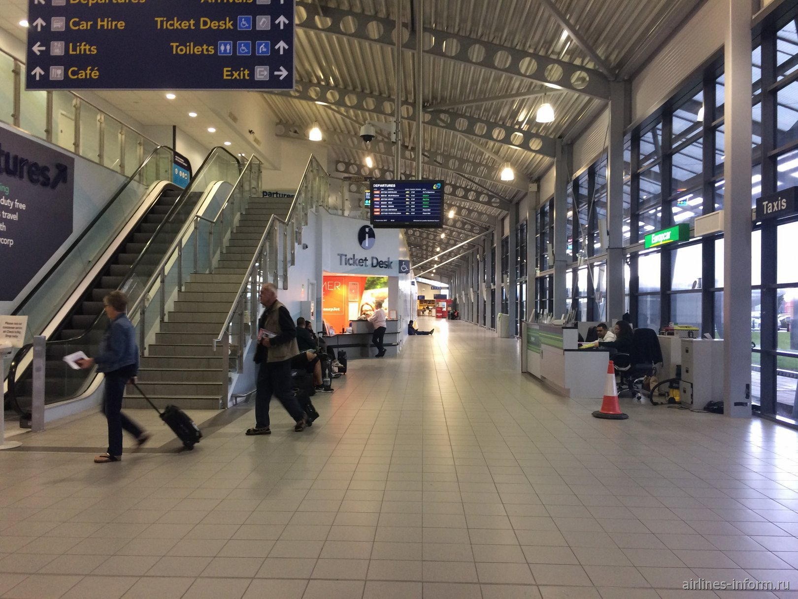 Внутри пассажирского терминала аэропорта Лондон Саутенд