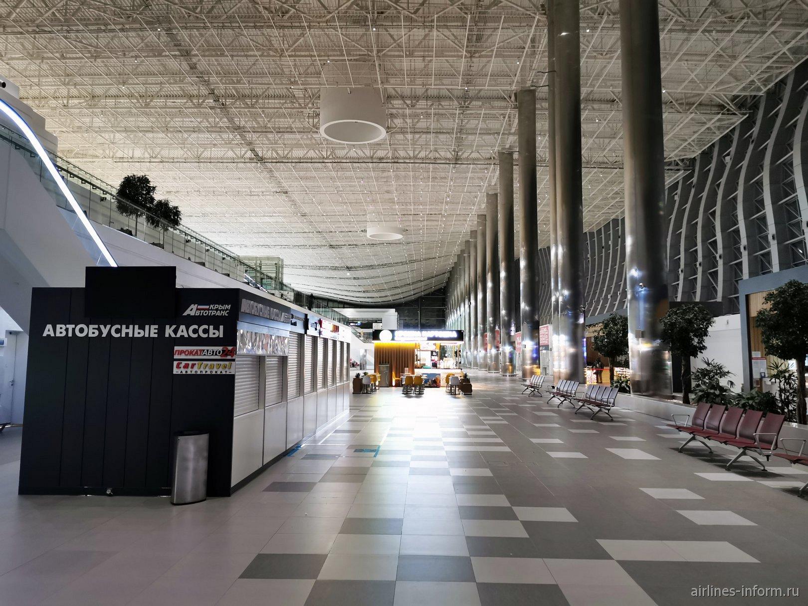 Внутри пассажирского терминала аэропорта Симферополь