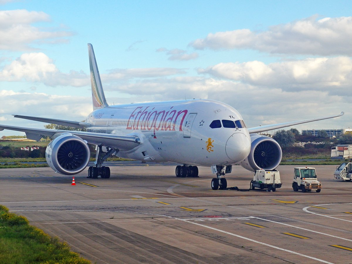 Боинг-787-8 авиакомпании Ethiopian в аэропорту Париж Шарль-де-Голль