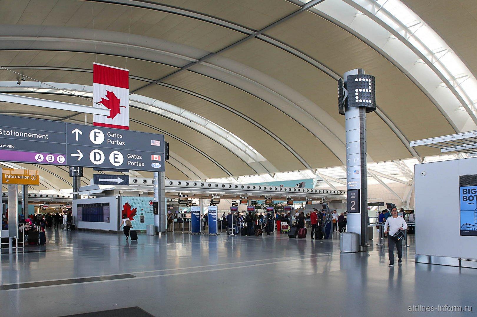 Стойки регистрации авиакомпании Air Canada в терминале 1 аэропорта Торонто Пирсон
