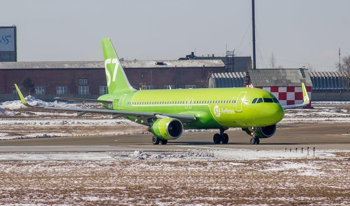 Самолет Airbus A320 VB-BOG авиакомпании S7 Airlines в аэропорту Иркутска