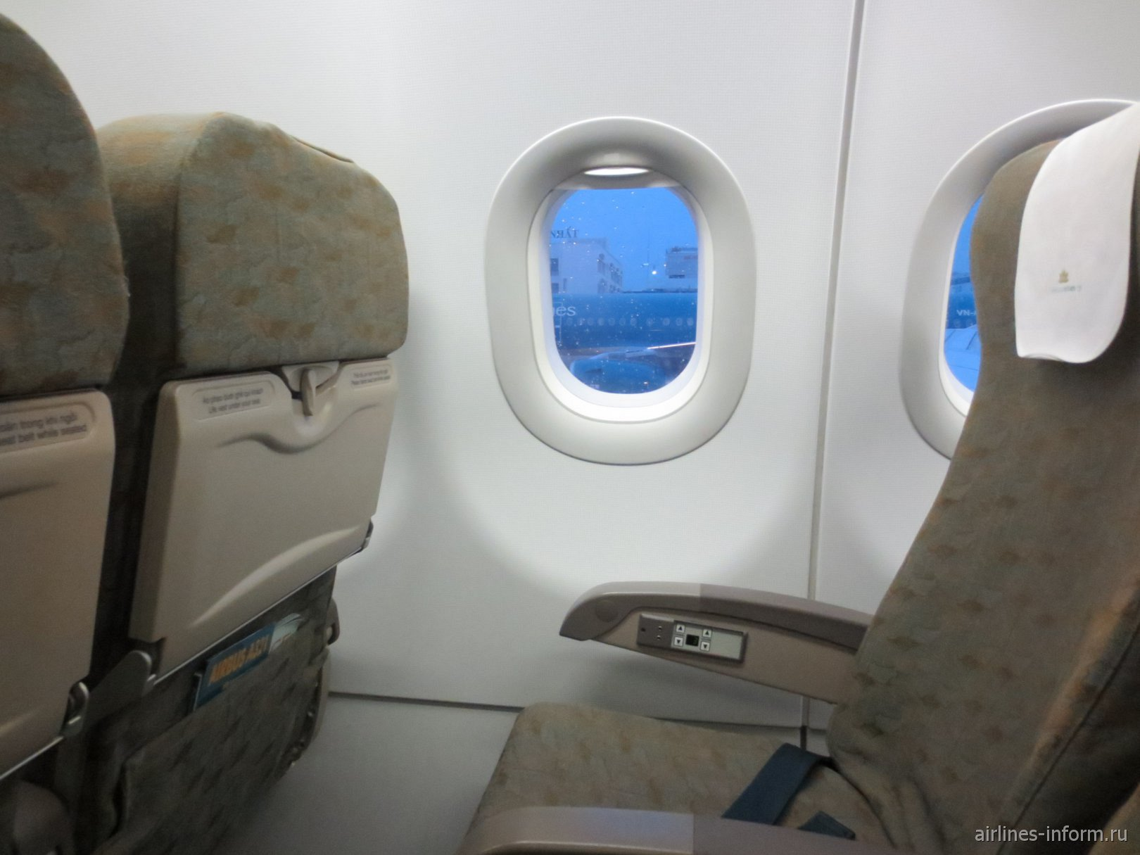 Место пассажира эконом-класса в Airbus A321 Вьетнамских авиалиний