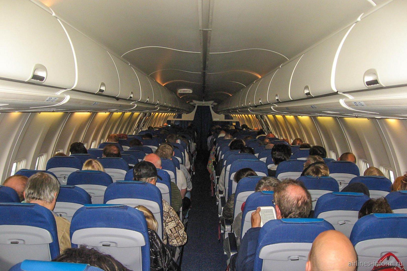 Пассажирский салон самолета Боинг-737-800 авиакомпании KLM