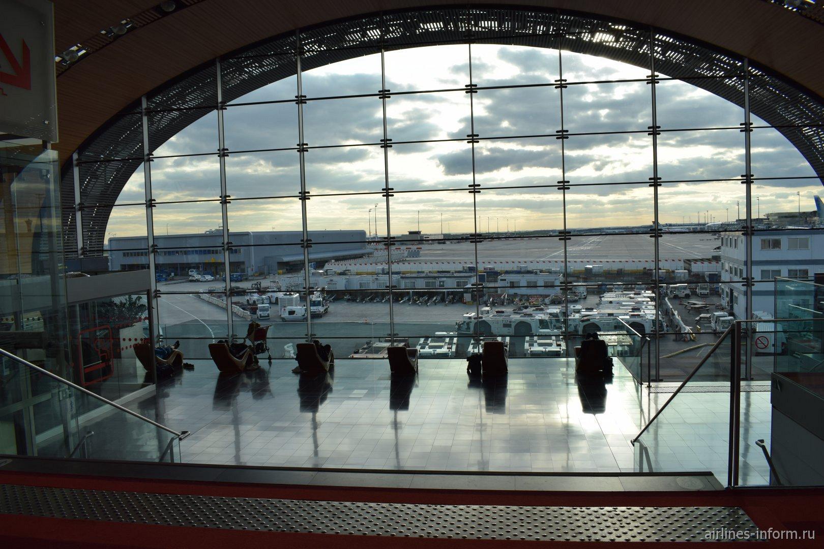 Зона отдыха в терминале 2Е-К аэропорта Париж Шарль-де-Голль