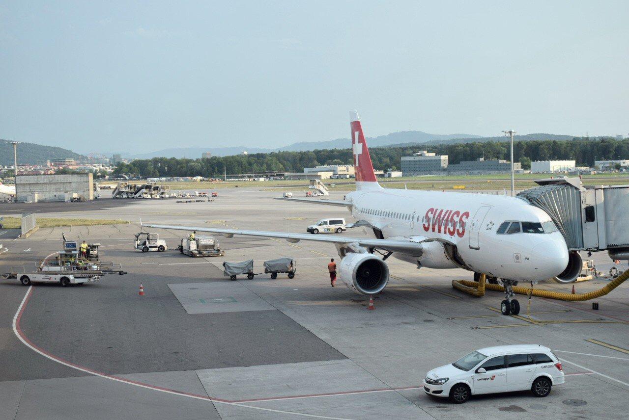 Самолет Airbus A319 авиакомпании SWISS в аэропорту Цюриха