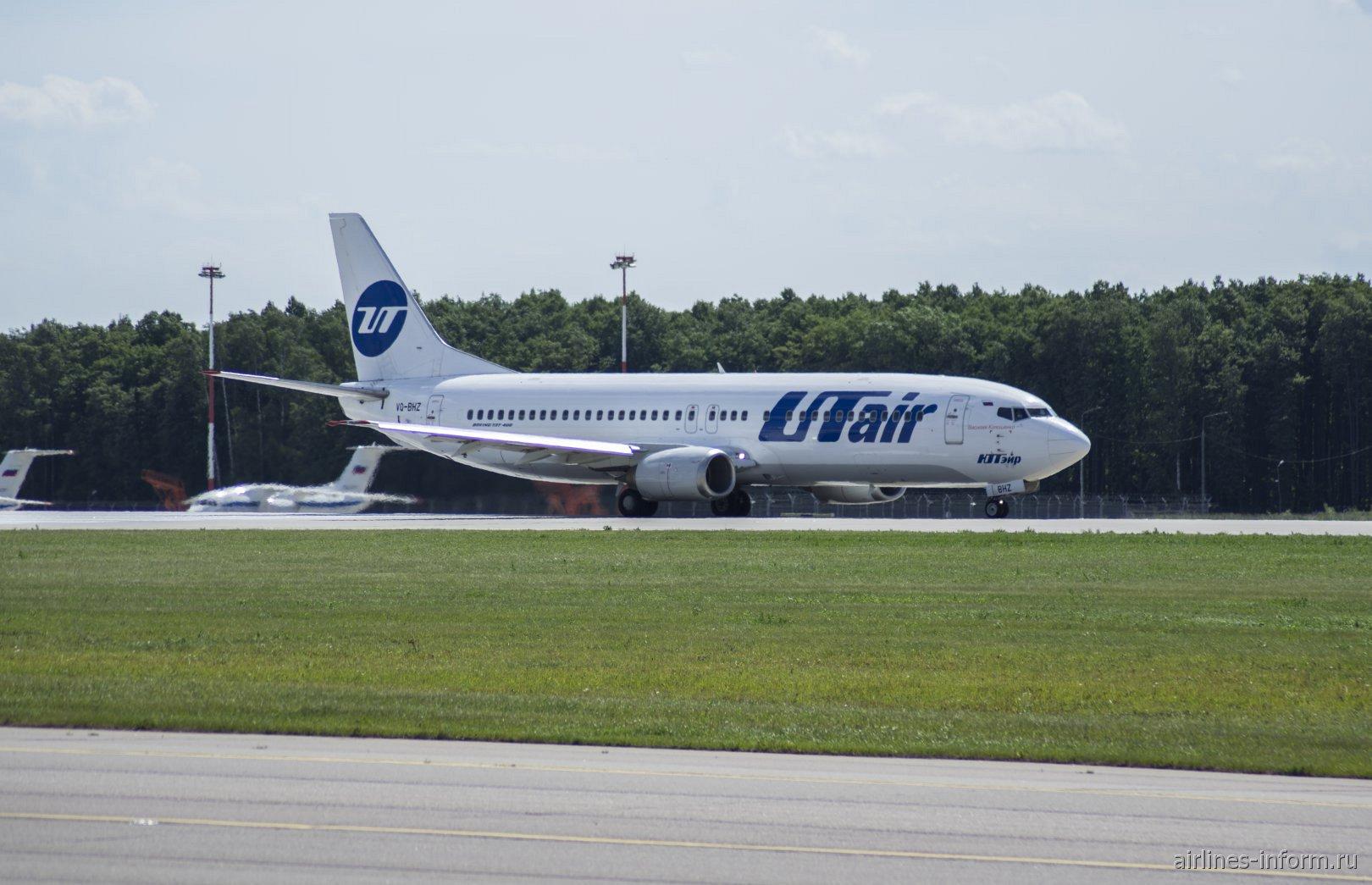 Боинг-737-400 авиакомпании UTair в аэропорту Внуково