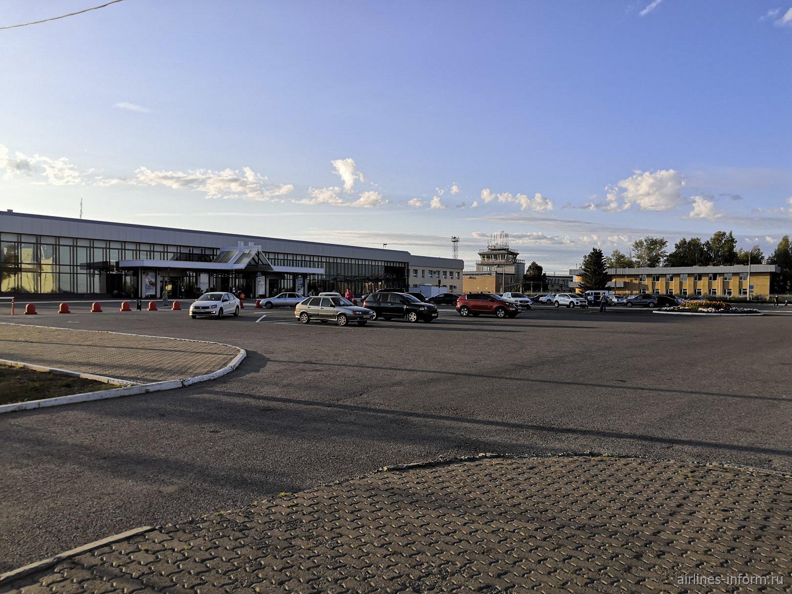 Привокзальная площадь аэропорта Магнитогорск