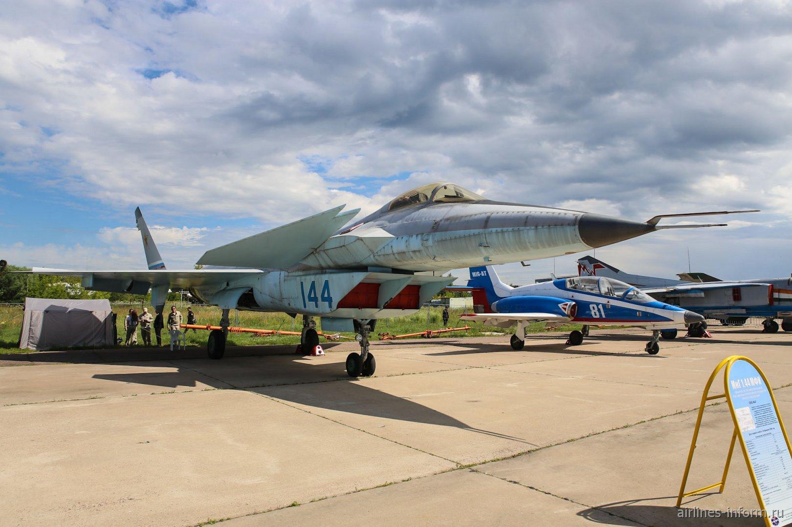 Истребитель МиГ-1.44 на авиасалоне МАКС-2017