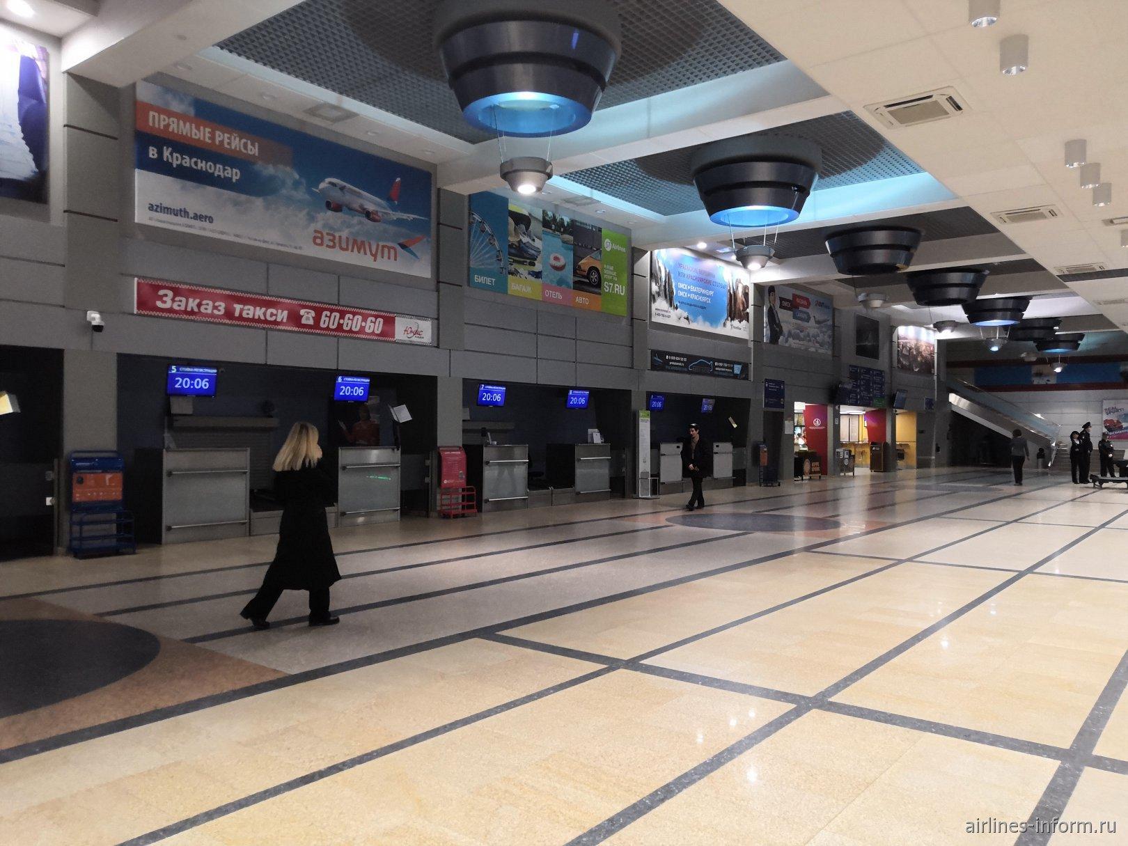Зона регистрации в пассажирском терминале B аэропорта Омск Центральный
