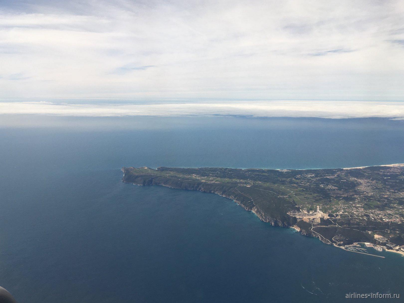 Мыс Кабо-Эспичель на побережье Атлантического океана в Португалии